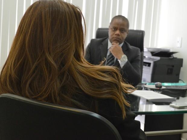 Agente penitenciária buscou advogado para denunciar o assédio sexual que diz ter sofrido (Foto: Adriano Oliveira/G1)