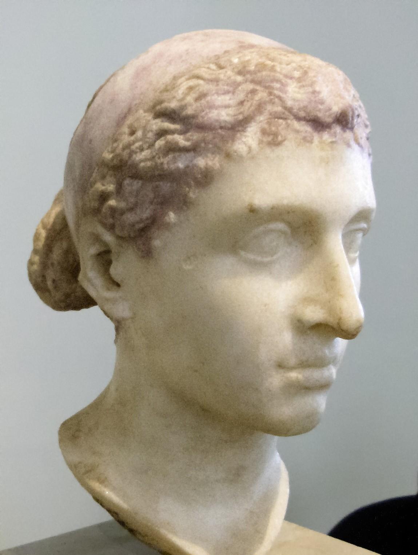 Busto que acredita-se ser de Cleópatra, exposto em museu em Berlim, na Alemanha (Foto: Wikimedia/Louis le Grand )