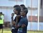 Satisfeito com atuação do time, Afonso Alves enaltece físico em jogo-treino