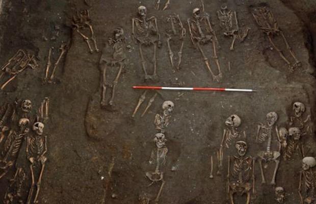 Mais de 400 esqueletos foram encontrados (Foto: Craig Cessford)