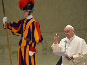 Papa Francisco fez tradicional discurso de Natal nesta segunda-feira (22) (Foto: ANDREAS SOLARO / AFP)
