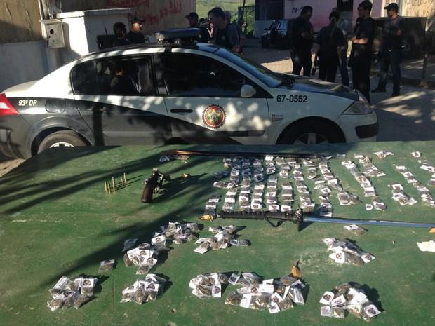 Operação é realizada no bairro Santa Cruz (Foto: Alysson Costa/TV Rio Sul)