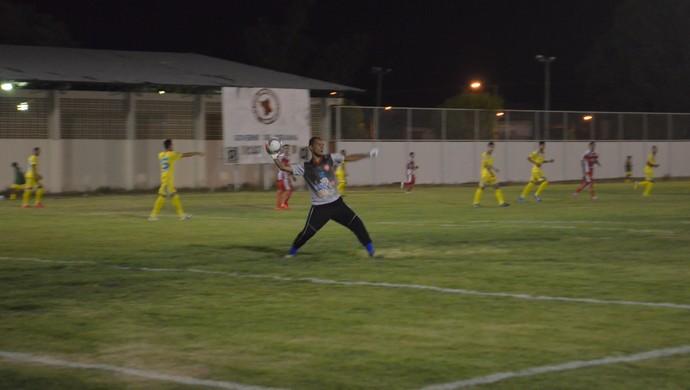 Vieira quer velocidade e começa jogada do GAS (Foto: Nailson Wapichana)