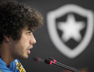 Bruno Mendes no treino do Botafogo (Foto: Alexandre Cassiano / Ag. O Globo)