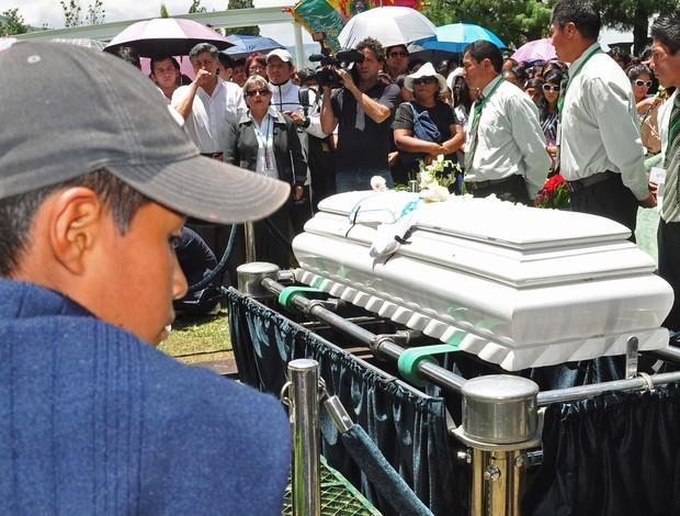 enterro kevin bolivia (Foto: EFE)