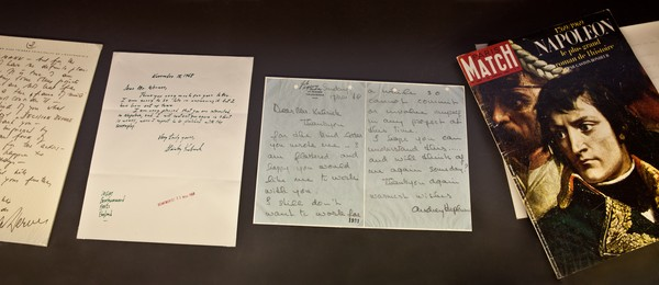 Documentação ligada ao projeto da cinebiografia de Napoleão Bonaparte, incluindo carta da atriz Audrey Hepburn ao diretor Stanley Kubrick: o filme não chegou a ser feito (Foto: Divulgação)