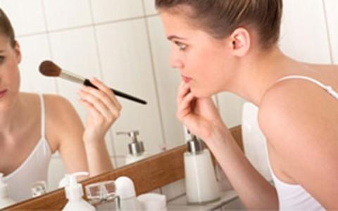 Torquatto dá dicas para cobrir acne com maquiagem