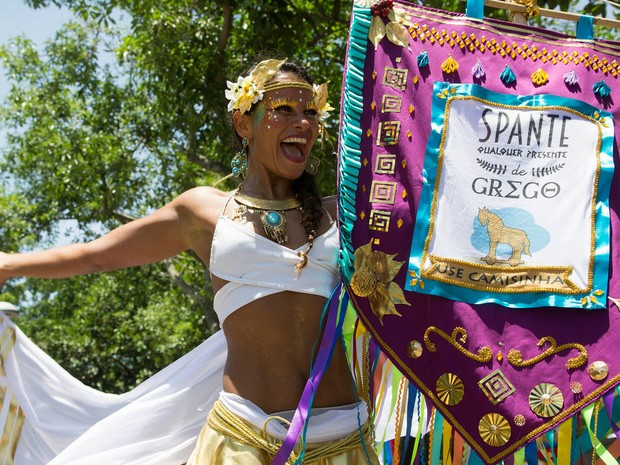 Raquel Potí desfilou com o estandarte do Spanta Neném no carnaval deste ano (Foto: Fernando Maia/ Riotur)