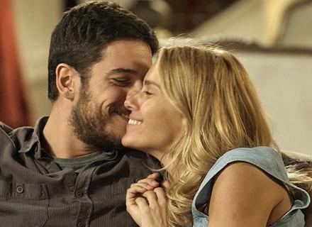 Final de 'A Regra do Jogo': Dante e Lara anunciam noivado