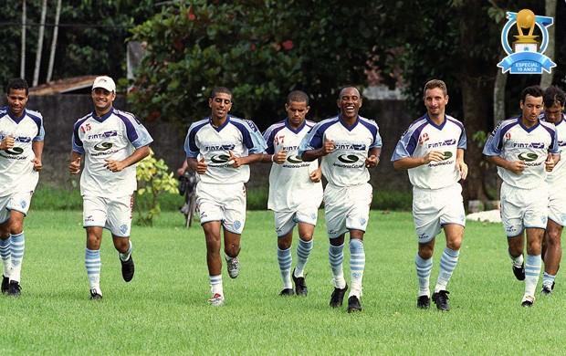 Elenco bicolor treinava forta para enfrentar os adversários na Copa dos Campeões 2002 (Foto: Ary Souza/O Liberal)