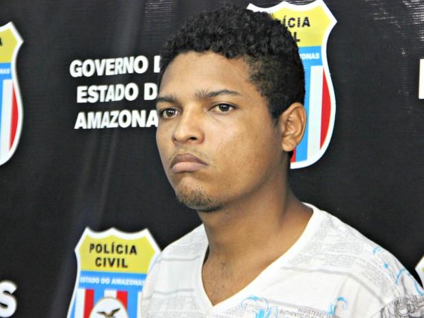 Tiago Oliveira dos Santos disse que não lembra se matou colega com oito facadas (Foto: Adneison Severiano/G1 AM)
