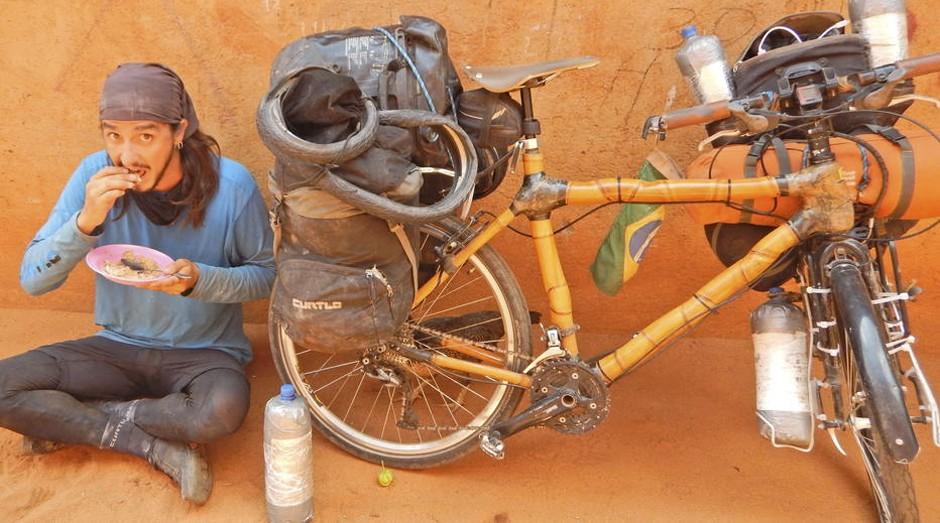 'Só o básico'. Bicicleta leva, em média, 50 quilos bagagem  (Foto: Ricardo Martins)