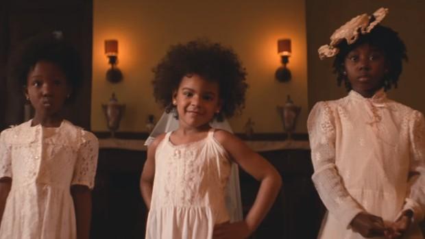 Blue Ivy Carter, filha de Beyoncé e Jay-Z, faz participação no clipe de Formation (Foto: Reprodução / Youtube)