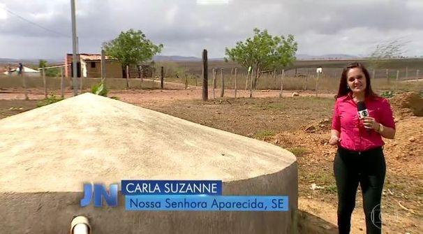 Carla Suzanne faz reportagem para o Jornal Nacional (Foto: Divulgação / TV Sergipe)