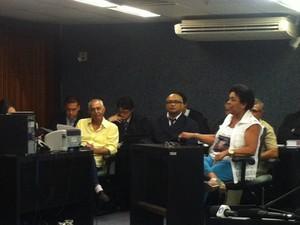 Viúva de Paulo Bandeira éa primeira a depor em juízo. (Foto: Michelle Farias/G1)