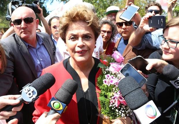 Dilma vota em Porto Alegre nas eleições municipais de 2016 (Foto: EFE/SILVIO AVILA)