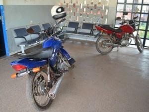 Segundo a PM, o proprietário de uma das motos já foi localizado na cidade de Pimenta Bueno (RO) (Foto: Rogério Aderbal/G1)