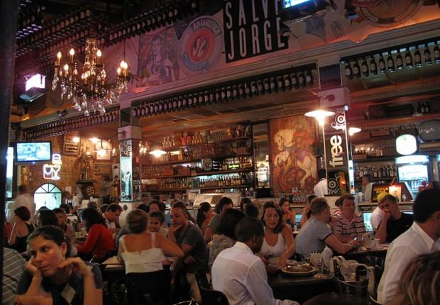 Salve Jorge, famoso bar da Vila Madalena, está usando copos de plástico para evitar acúmulo de louça (Foto: Divulgação)