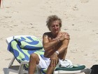 Antes de show no Rock in Rio, Rod Stewart curte praia no Rio