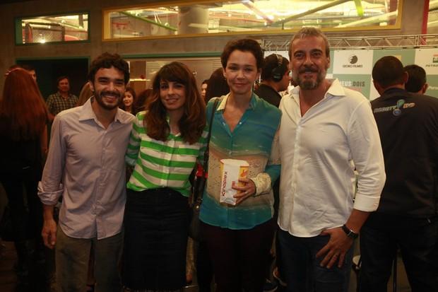 Caio Blat, Maria Ribeiro, Júlia Lemmertz e Alexandre Borges (Foto: Isac Luz / EGO)
