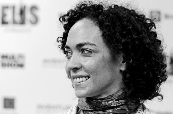 Laila cortou os cabelos para facilitar o uso da peruca na peça  (Foto: Saulo Frauches/ TV Globo)