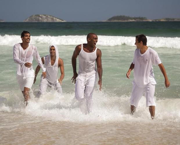 Marcello e amigos se divertem na praia (Foto: Arquivo pessoal)