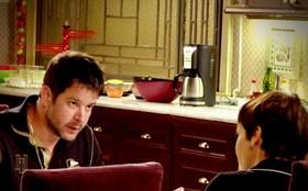 Tufão se descontrola ao saber que Nina está noiva e pode deixar a mansão