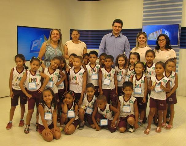 Escola Municipal Frei Damião participam do 'Amigos da TV Clube' (Foto: Laurivânia Fernandes)