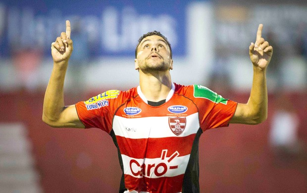 Diego comemora gol do Linense contra o 15 de XV de Piracicaba (Foto: José Luis Silva / Estadão Contéudo)