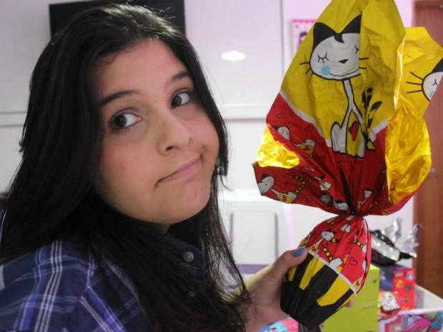 A publicitária Mariana Hallak sofre com enxaquecas fortes a cada vez que consomem o doce  (Foto: Camila Henriques/G1 AM)