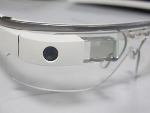 Câmera e tela de cristal do Glass em destaque (Foto: Gustavo Petró/G1)