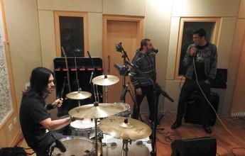 Dia de fã: Balbuena solta a voz em encontro com seus ídolos do rock