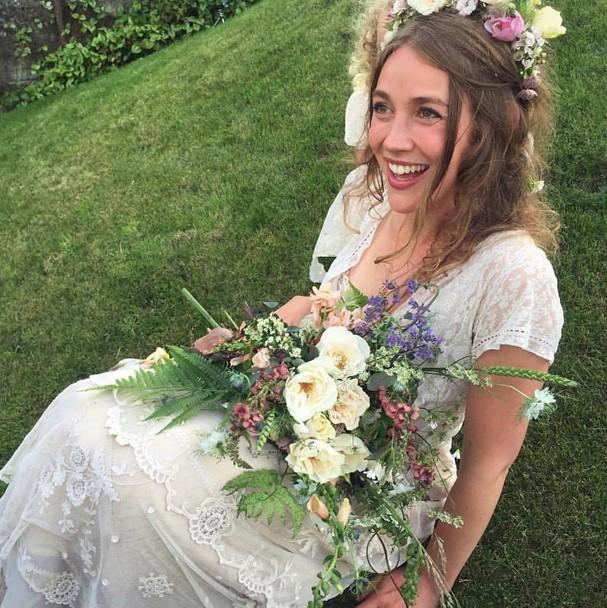 Tess Newall procurou por quase um mês pelo vestido de noiva que é relíquia de família (Foto: Reprodução/Facebook)