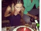 Yasmin Brunet comemora aniversário com o marido e a mãe