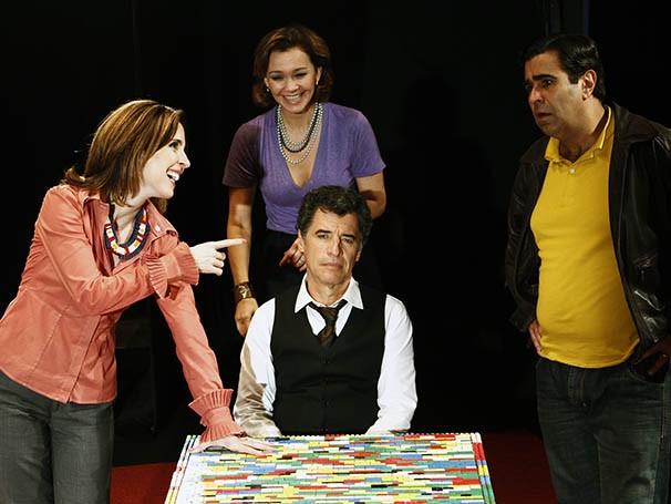 Deborah Evelyn, Julia Lemmertz, Orã Figueiredo e Paulo Betti compõe o elenco da peça (Foto: Divulgação)