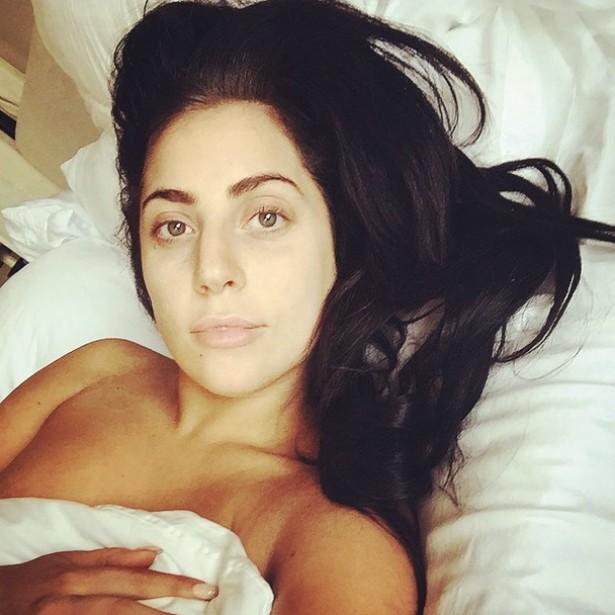 Apesar de adorar figurinos extravagantes e maquiagem pesada, Lady Gaga também posta autorretratos sem maquiagem de vez em quando. (Foto: Instagram)