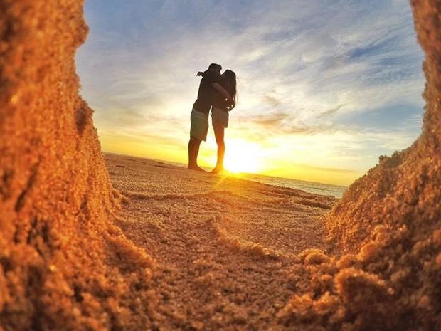 O por e o nascer do sol das praias da região são cliques frequentes do Casal Ruts (Foto: Eduardo Torres/Arquivo Pessoal)