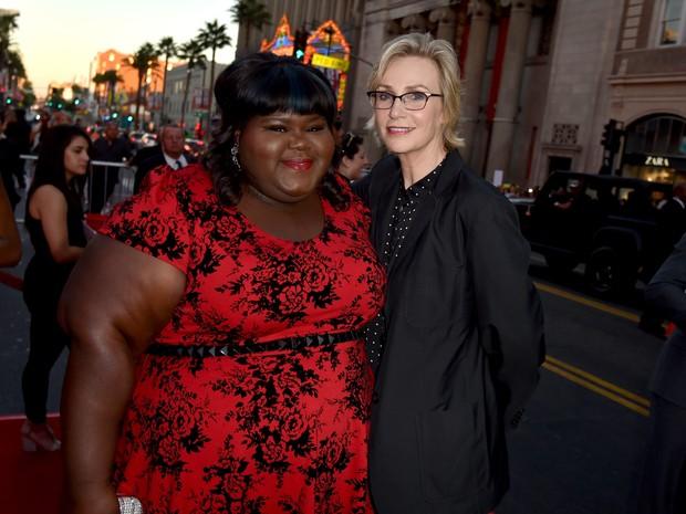 Gabourey Sidibe e Jane Lynch em première de série em Los Angeles, nos Estados Unidos (Foto: Kevin Winter/ Getty Images/ AFP)