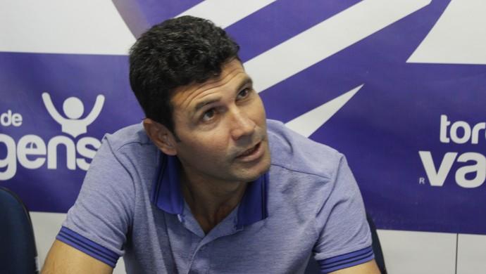 Gilmar Batista, coordenador de futebol do CSA (Foto: Caio Lorena / GloboEsporte.com)