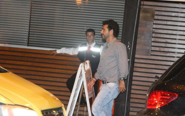 Marcos Palmeira deixa restaurante na Zona Sul do Rio (Foto: Rogério Fidalgo/ Ag. News)