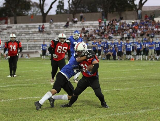 Torneio Touchdown 2012: Tubarões do Cerrado x Antares (Foto: Franco Rithele/Agência Clube do Esporte DF)