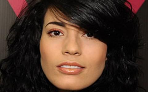 Maquiagem neon: como usar sem ficar muito extravagante