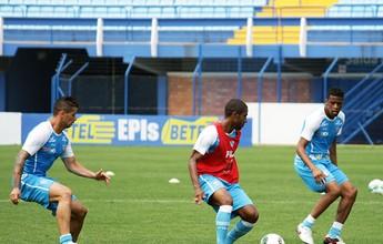 Ainda sem Renato, Claudinei Oliveira posiciona Avaí em treino coletivo