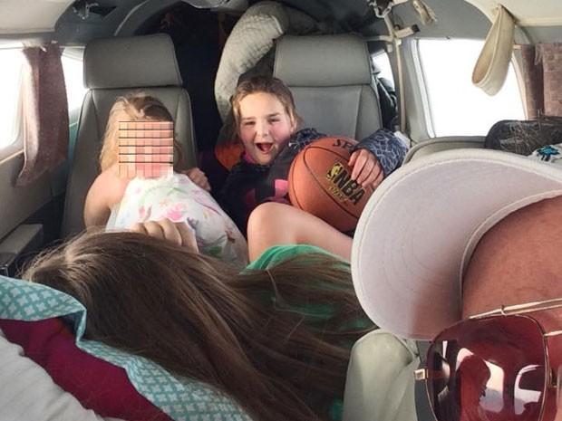 Marty Gutzler postou fotos com a família dentro de avião em 27 de dezembro (Foto: Reprodução/Marty Gutzler/Facebook)