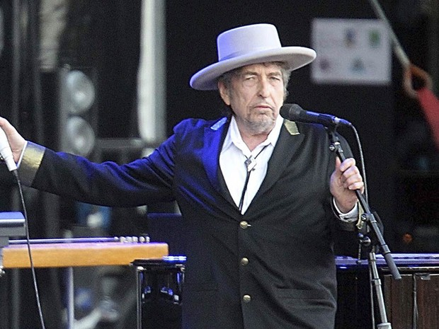 O cantor e compositor Bob Dylan, durante show no festival Vieilles Charrues em Carhaix-Plouguer, no oeste da França, em julho de 2012 (Foto: David Vincent/AP/Arquivo)