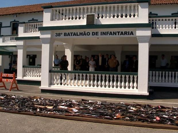 A destruição aconteceu na sede do batalhão do Exército em Vitória (Foto: Reprodução/ TV Gazeta)