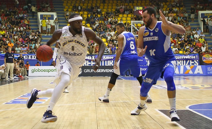 Mogi das Cruzes x Pinheiros NBB basquete (Foto: Antonio Penedo/Mogi-Helbor)