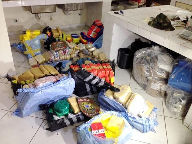 PF apreendeu 400 quilos de droga no Pantanal. (Foto: Marcos Landim / TVCA)