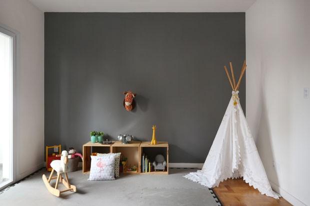 Concreto e tijolos brancos dão tom delicado a apartamento (Foto: Mariana Orsi/Divulgação)