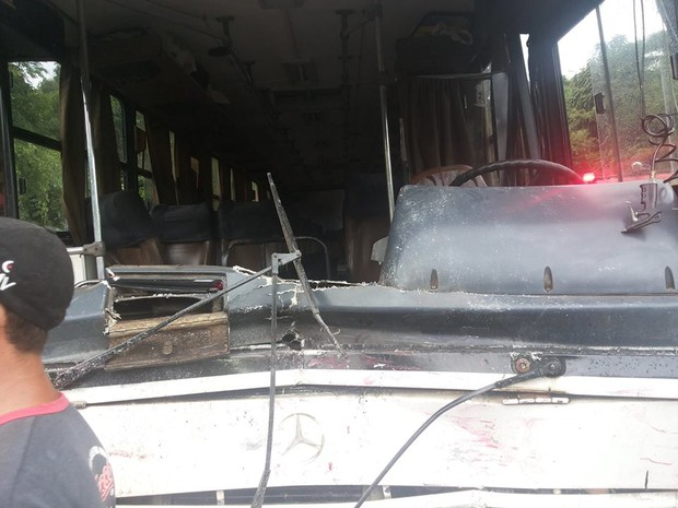 Segundo o Comando Rodoviário da Brigada Militar, o ônibus invadiu a pista contrária (Foto: Talis Ferreira/Arquivo pessoal)